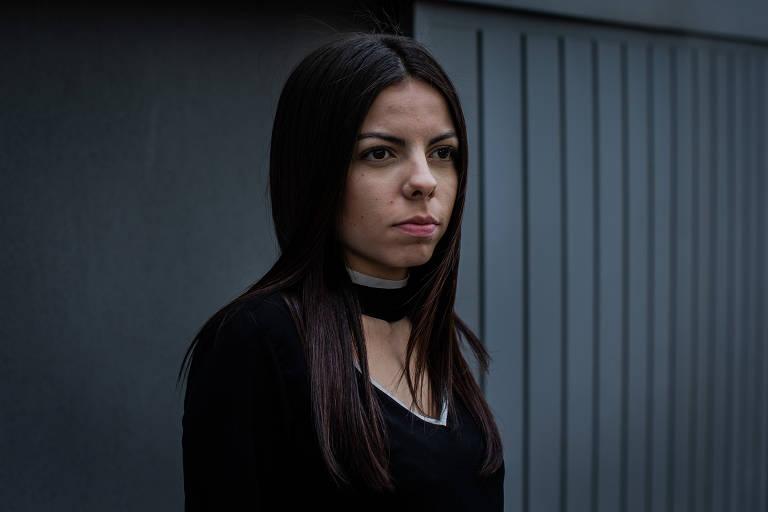 Carla Rocha, 23, tenta reduzir a nota para comprar um carro
