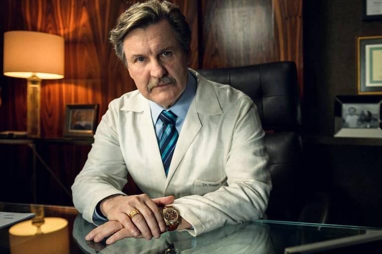 O ator Antonio Calloni que interpreta Roger Sadala