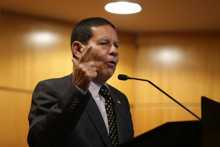 O general Hamilton Mourão, vice de Jair Bolsonaro, durante debate no Secovi-SP (Sindicato do Mercado Imobiliário)