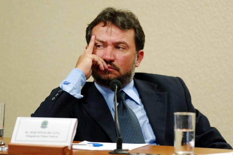 O delegado federal aposentado José Pinto de Luna (Pros) durante na CPI dos Bingos, em Brasília