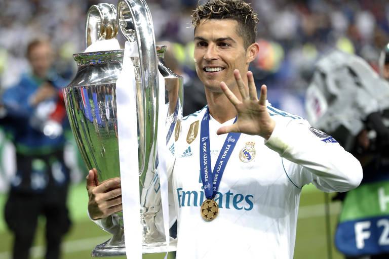 Cristiano Ronaldo comemora a conquista da Champions League pelo Real Madrid, em maio deste ano, seu último título pelo clube espanhol