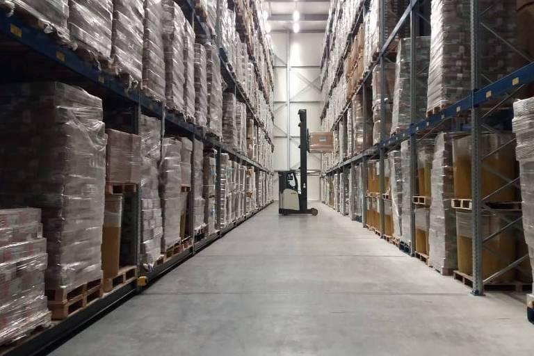 Cargas de carnes congeladas são armazenadas em uma sala a -19oC, em um armazém no porto de Roterdã
