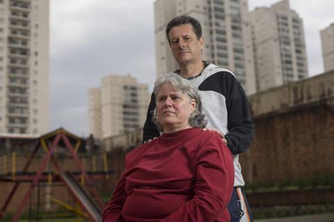 SAO PAULO - SP - 13.09.2018 -   Marisa e José Valdir, pais de Victor Hugo Deppman. Victor foi morto em 9 de abril de 2013, na porta de casa, no Belenzinho. Ele foi assaltado na volta do trabalho e, mesmo entregando o celular, foi baleado na cabeça e morreu. Na época, ele tinha 19 anos. (Foto Danilo Verpa, COTIDIANO)
