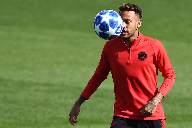 O atacante Neymar participa de treino do PSG para jogo contra o Liverpool, pela Liga dos Campeões