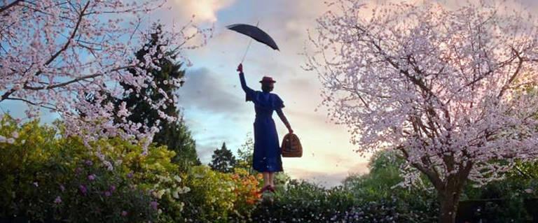 Mary Poppins desce dos céus para ajudar Michael e Jane Banks