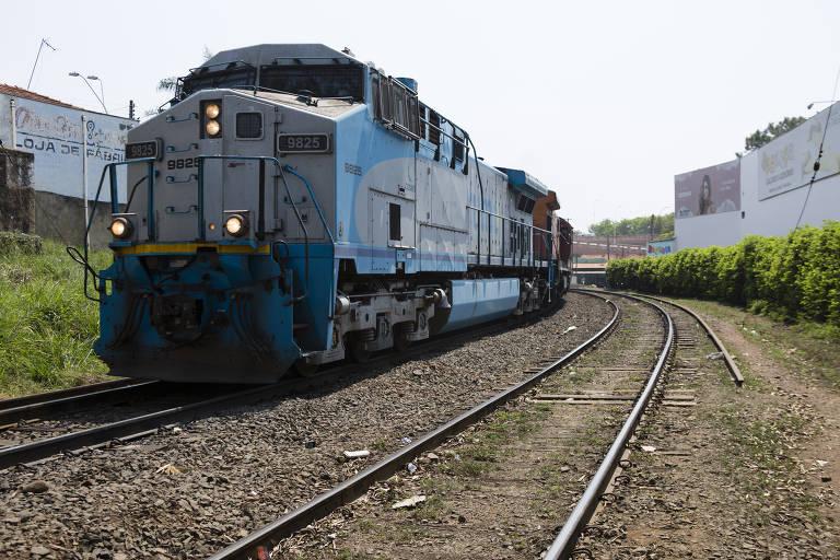 Encruzilhada em desenvolvimento ferroviário