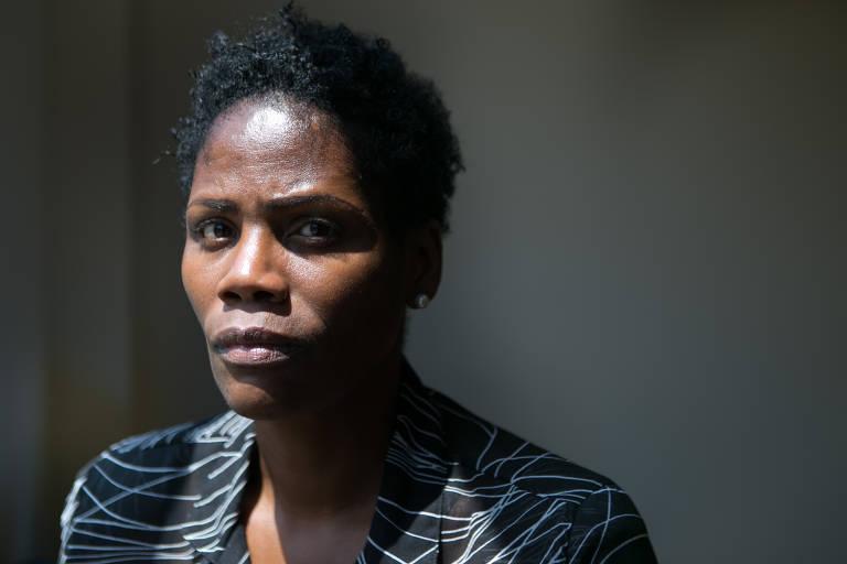 A advogada Valéria Lucia dos Santos, 48, depois da audiencia da ação que defendia quando foi algemada no último dia 10 em Duque de Caxias, na Baixada Fluminense