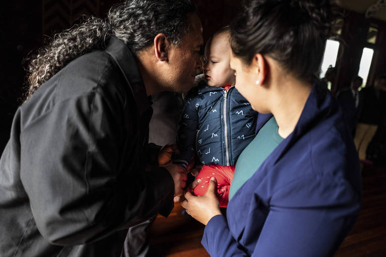 A child is welcomed with a hongi, the traditional Maori nose-pressing greeting, in Auckland, New Zealand, Aug. 23, 2018. Maori is having a revival across the country, with indigenous people rejecting generations of shame associated with using their own language and white New Zealanders learning to speak it to better understand their own cultural identity. (Birgit Krippner/The New York Times)