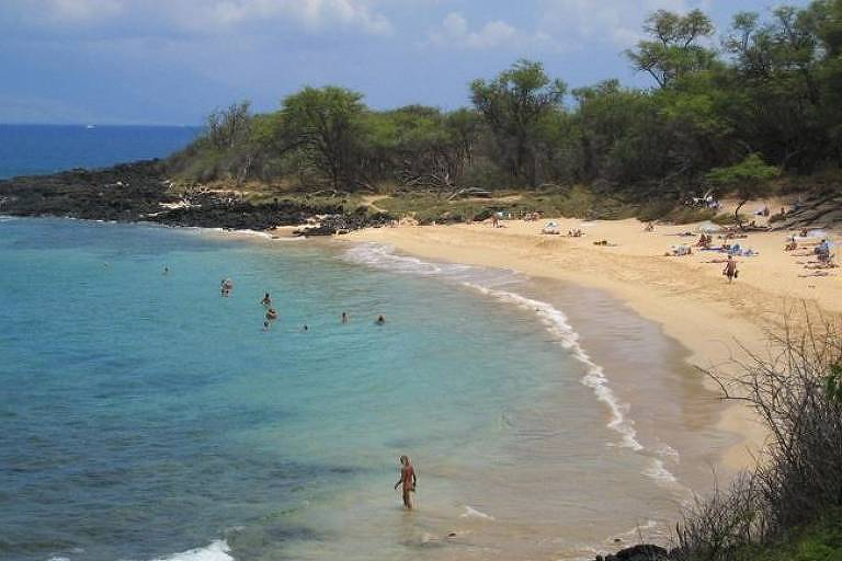 A praia de Little Beach, no arquipélago do Havaí