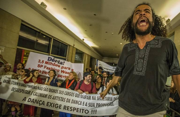 Manifestação contra cortes na cultura