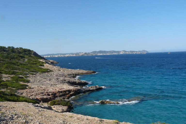 Es Cavallet, praia de areia branca e águas cristalinas que se situa no ponto mais a sul de Ibiza, na Espanha