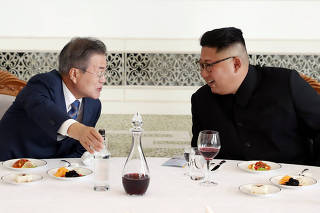 South Korean President Moon Jae-in and North Korean leader Kim Jong Un attend a luncheon in Pyongyang