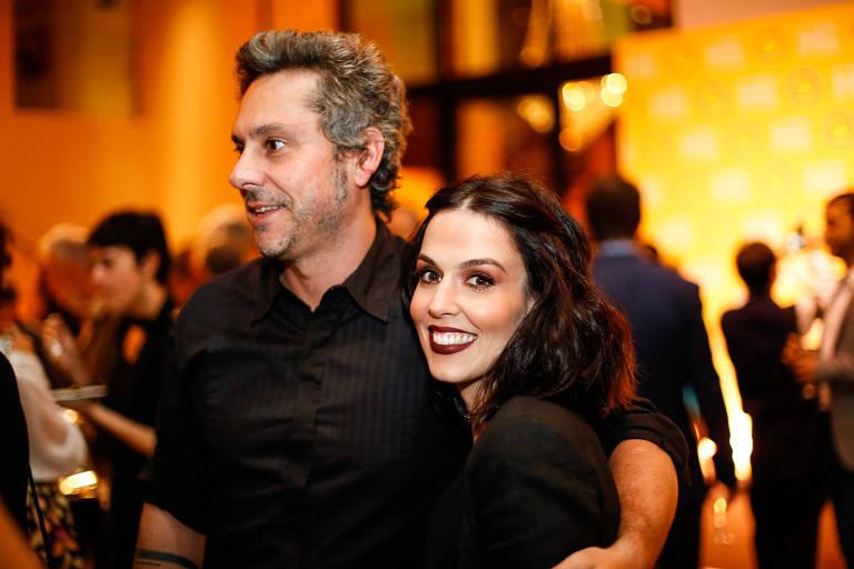 O casal de atores Alexandre Nero e Karen Brusttolin durante cerimônia de entrega dos vencedores da 29ª edição do Prêmio Shell de Teatro, na Vila Olímpia em São Paulo, no ano passado