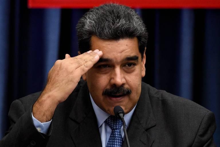 O ditador venezuelano Nicolás Maduro durante entrevista coletiva em Caracas nesta terça (18)