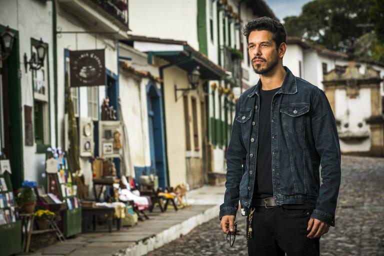 O ator João Vicente que interpreta o protagonista da novela 'Espelho da Vida'