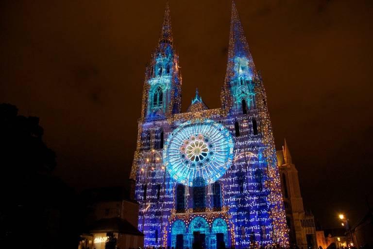 Festival de luzes de Chartres, na França
