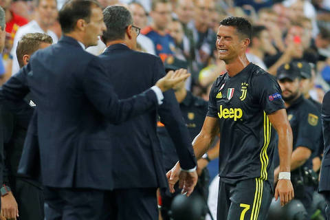 Soccer Football - Champions League - Group Stage - Group H - Valencia v Juventus - Mestalla, Valencia, Spain - September 19, 2018  Juventus' Cristiano Ronaldo reacts after being sent off      REUTERS/Heino Kalis ORG XMIT: AI