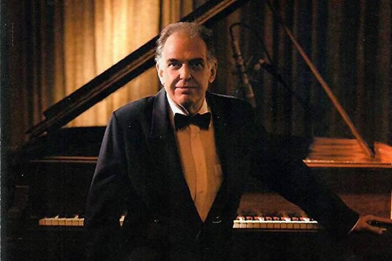 O pianista Mário Edson Farah