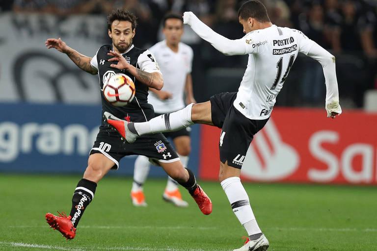O meia chileno Jorge Valdivia, em ação na partida contra o Corinthians, na Arena Itaquera, pelas oitavas de final da Libertadores