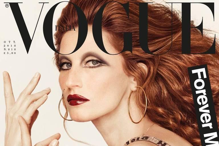 A modelo Gisele Bündchen interpreta a cantora Mina Mazzini na capa da Vogue italiana
