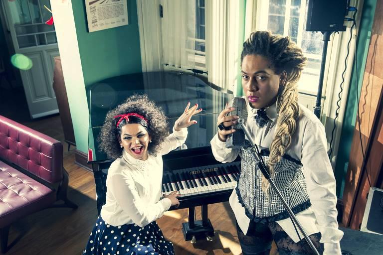 As vocalistas da banda As Bahias e Cozinha Mineira, Assucena Assucena e Raquel Virginia