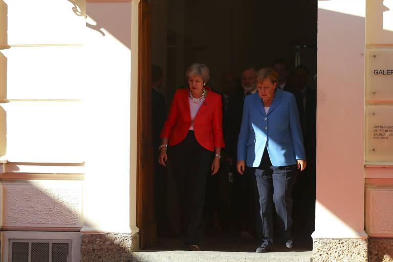 A primeira ministra britânica Theresa May e a chanceler alemã Angela Merkel durante o encontro na Áustria