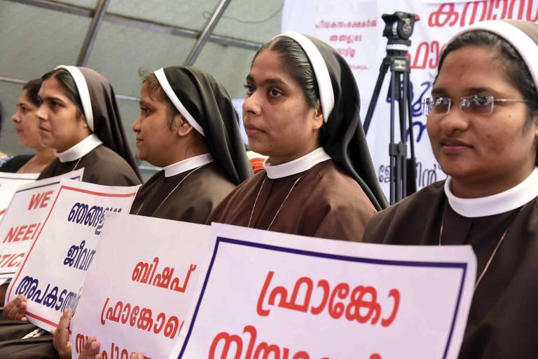 Freiras pedem a prisão do bispo Franco Malakkal, acusado de estupro de uma religiosa em Kochi, no estado de Kerala (Índia)