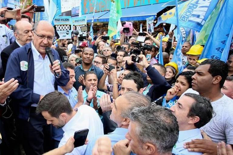 O candidato do PSDB à Presidência da República, Geraldo Alckmin, em Caminhada  no calçadão de Guarulhos