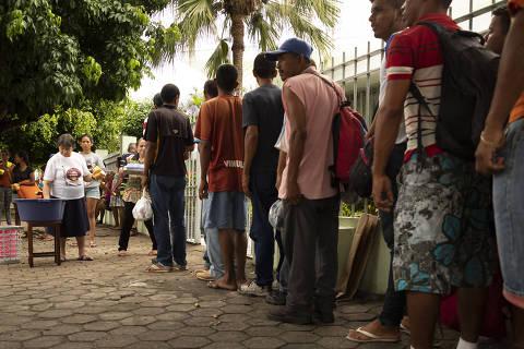 Boa Vista, RR 17.09.2018 Venezuelanos aguardam distribuição do café da manha em Boa Vista, RR.  Foto: Fernando Cabrera  FOTO COM CUSTO