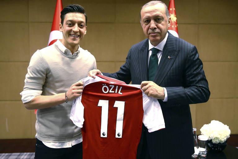 O meia Mesut Özil  e o presidente turco Recep Tayyip Erdogan