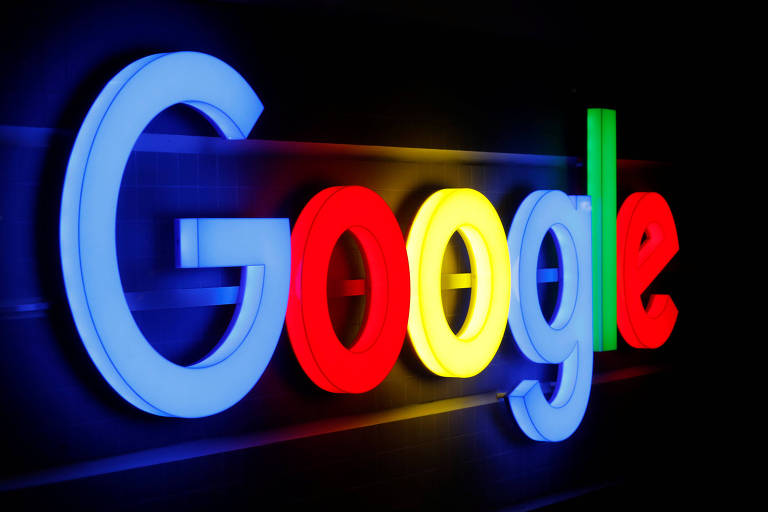 Logo do Google iluminado em Zurique, na Suíça;