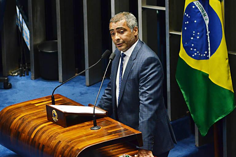Senador Romário (PODE) em sessão no plenário do Senado, em Brasília