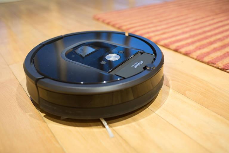 Três robôs que podem limpar a casa por você
