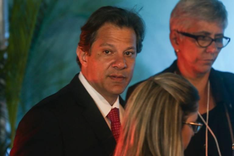 O candidato do PT à Presidência, Fernando Haddad, participa de seu primeiro debate na campanha promovido pela Conferência Nacional dos Bispos do Brasil (CNBB), na TV Aparecida