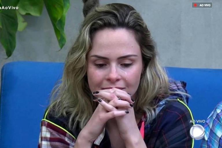 """Ana Paula Renault se emociona durante o programa ao vivo de """"A Fazenda 10"""""""