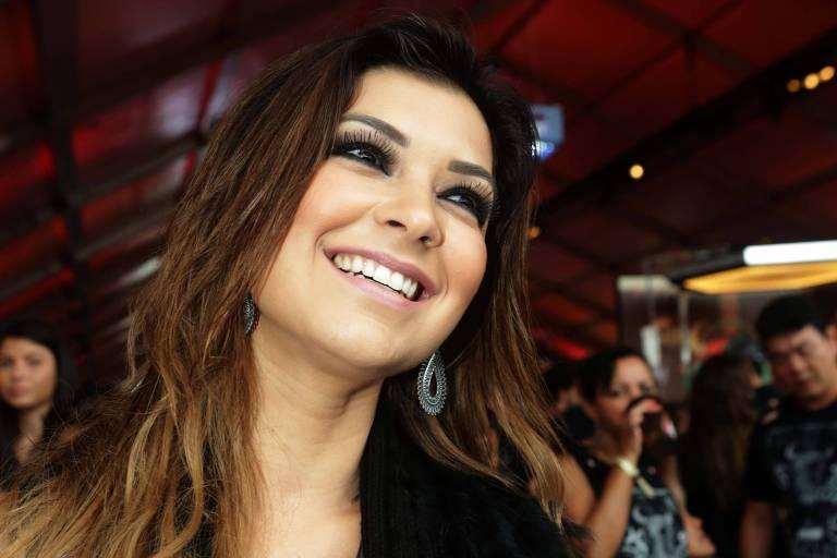 A apresentadora Amanda Françozo, que comanda o Revelações Sertanejo, na TV Aparecida