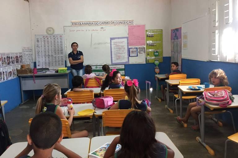 Alunos da escola municipal Maria do Carmo da Conceição, que fica na zona rural de Jucás, a 407 km de Fortaleza (CE), em salas de aula - Paulo Saldaña/Folhapress