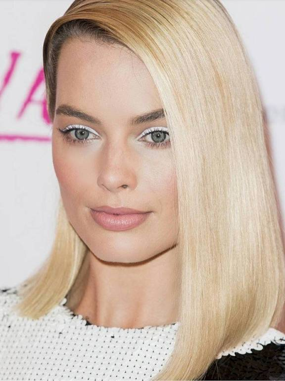 margot robbie usa delineador branco