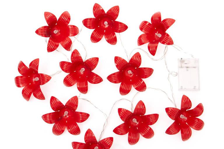 Luminária formada por 10 florezinhas vermelhas
