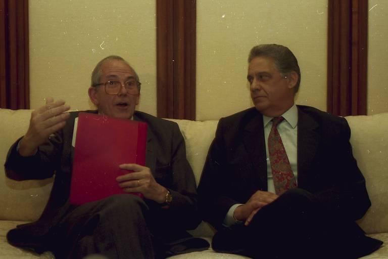 O então ministro da Fazenda, Fernando Henrique Cardoso, durante encontro com o diretor-geral do Fundo Monetário Internacional, Michel Camdessus