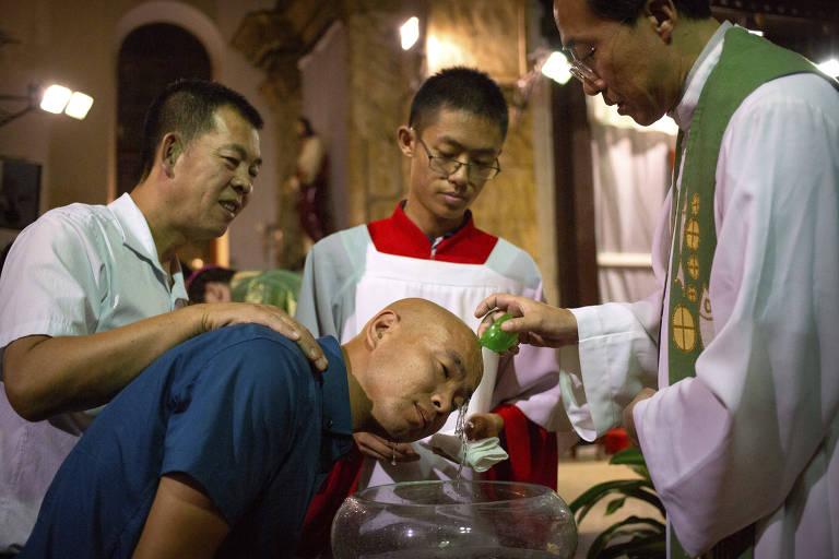 Vaticano e China chegam a acordo inédito sobre nomeação de bispos