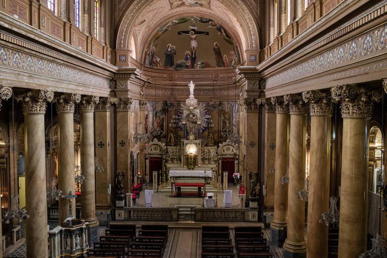 O santuário Sagrado Coração de Jesus, construído no século 19 nos Campos Elíseos, então o bairro mais nobre de SP; conservada, a igreja está hoje cercada pela chamada cracolândia