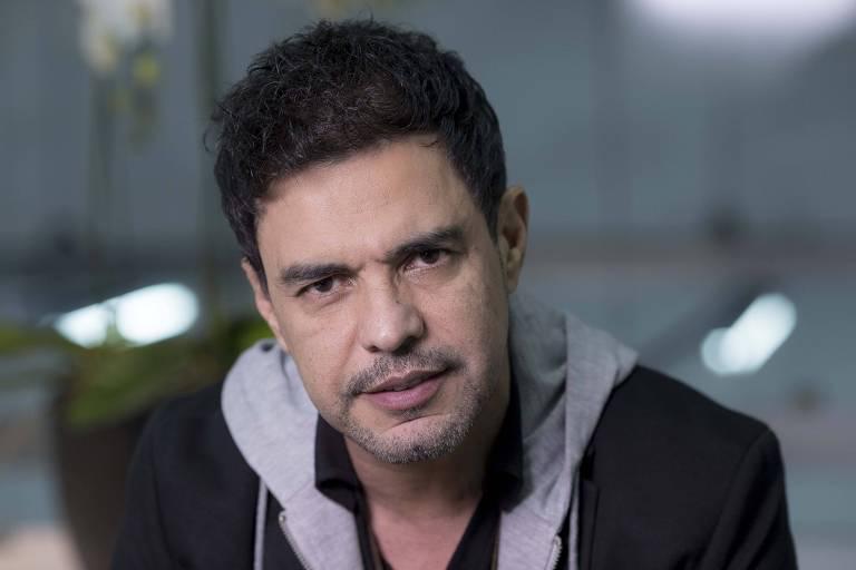 O cantor Zezé Di Camargo durante participação na TV Folha