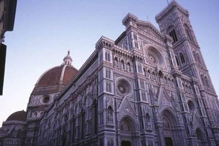 As águas da enchente de 1966 tomaram igrejas, museus e a Bliblioteca Nacional de Florença