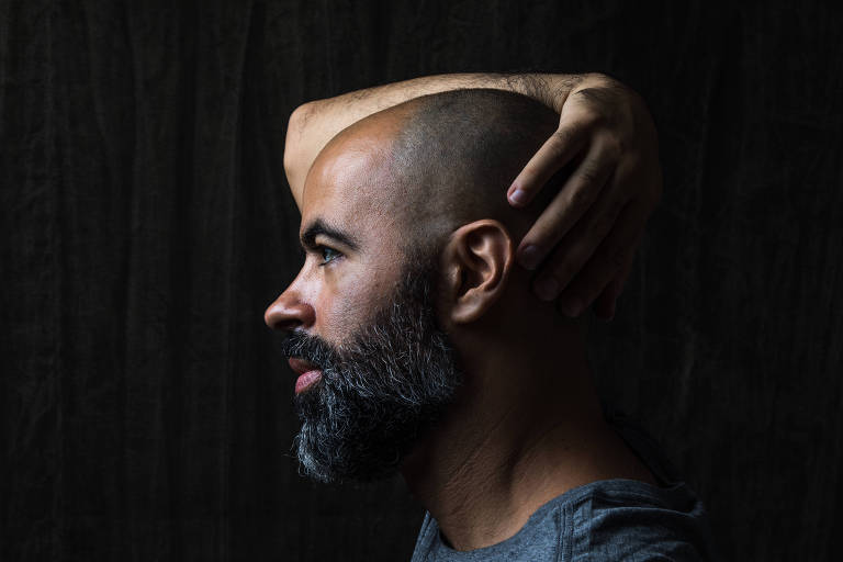 O compositor, cantor e multi-instrumentista Rodrigo Campos, que lança novo disco em agosto