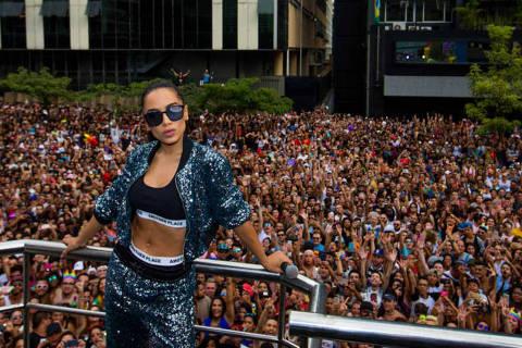 SAO PAULO, SP, BRASIL, 18.06.17 10H Anitta. 21a Parada do Orgulho LGBT de SP, que tem como madrinha a apresentadora Fernanda Lima. Na Avenida Paulista. (Foto: Marcus Leoni / Folhapress, MONICA BERGAMO)