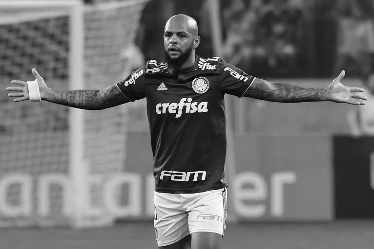 Felipe Melo ergue os braços