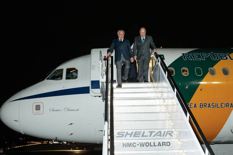 O presidente Michel Temer desembarca após chegar em Nova York na noite de domingo (23)