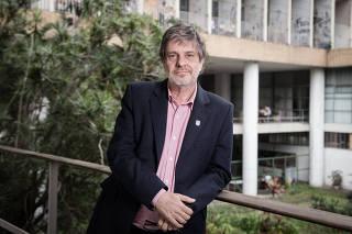 RIO DE JANEIRO, RJ, BRASIL, 20-09-2018,  Roberto Leher, reitor da UFRJ, escreverá um artigo para a Folha, o primeiro apos o incendio do Museu Nacional. Cidade Universitaria, Rio de Janeiro. (Foto: Zo Guimaraes /Folhapress, COTIDIANO) ***EXCLUSIVO FOLHA***