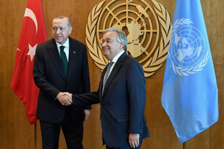O presidente turco Recep Tayyip Erdogan é recebido pelo secretário-geral das Nações Unidas, António Guterres, em Nova York